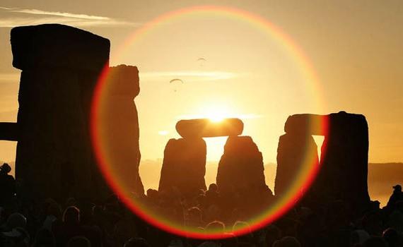 summer-Solstice-sunset-at-Stonehenge-585854